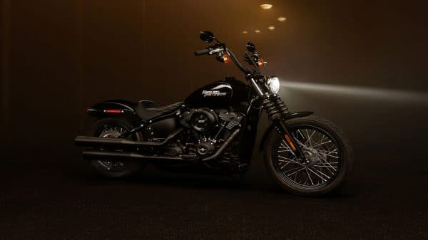 20-softail-street-bob-hero-mobile